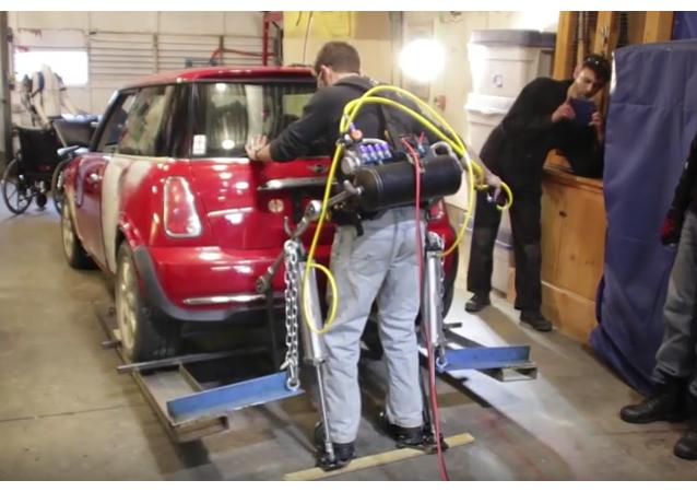 Exoesqueleto casero para levantar coches
