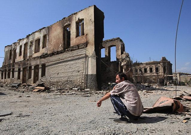 Edificios destruidos en Tsjinval