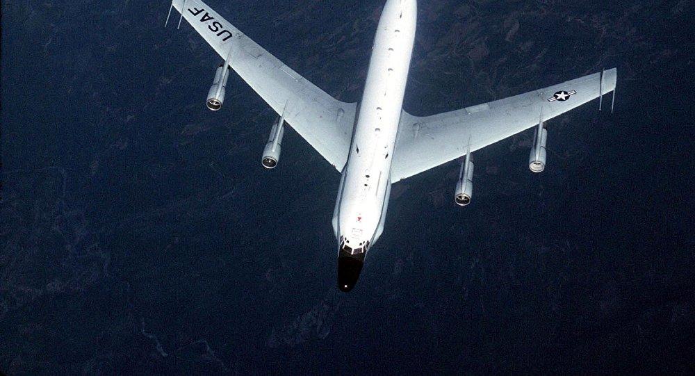 El avión de reconocimiento estadounidense RC-135