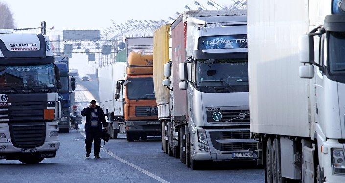Los camiones (Archivo)