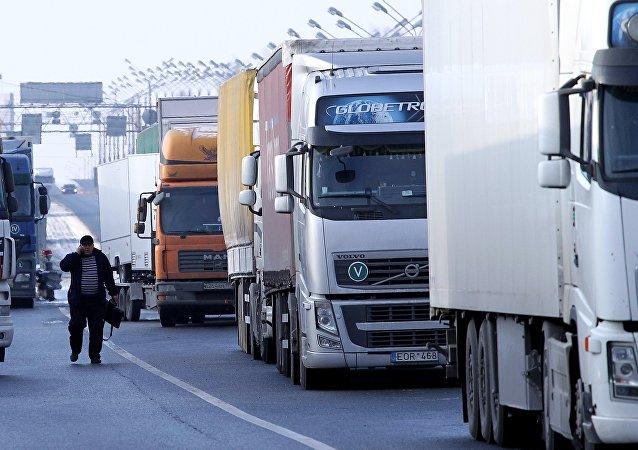 Los camiones en la frontera de Rusia (archivo)