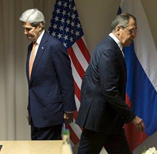 Secretario de Estado de EEUU, John Kerry y ministro de Asuntos Exteriores de Rusia, Serguéi Lavrov (archivo)