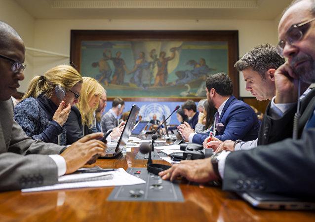 Periodistas durante negociaciones en Ginebra