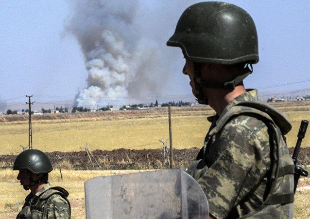 Soldados turcos cerca de la frontera con Siria (archivo)