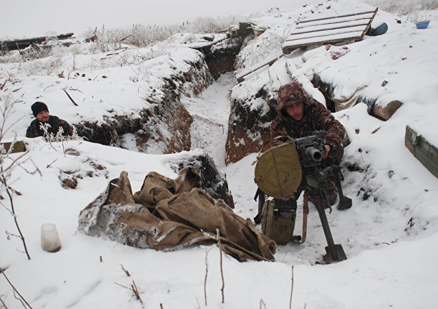 Milicias de Donbás en la línea de separación