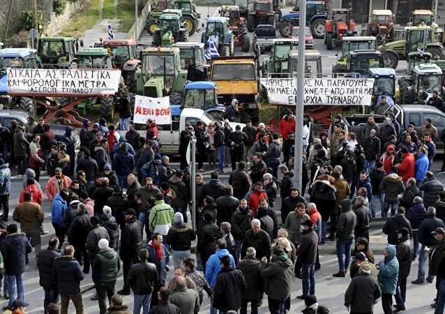 Granjeros griegos participan en un mitín contra reformas de pensiones