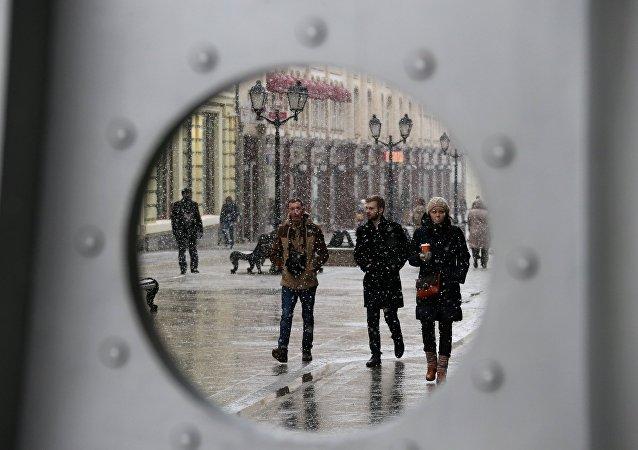 El 54% de los rusos cree necesario fortalecer los vínculos con Occidente