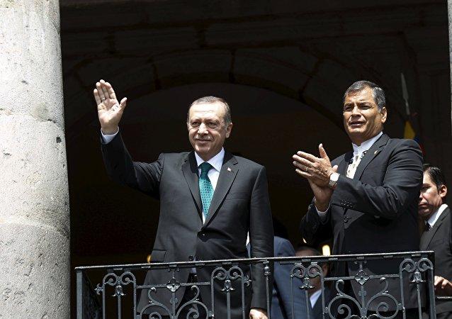 Presidente de Turquía, Recep Erdogan y presidente de Ecuador, Rafael Correa (archivo)