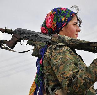 Casi la mitad de los militares kurdos en Siria son mujeres