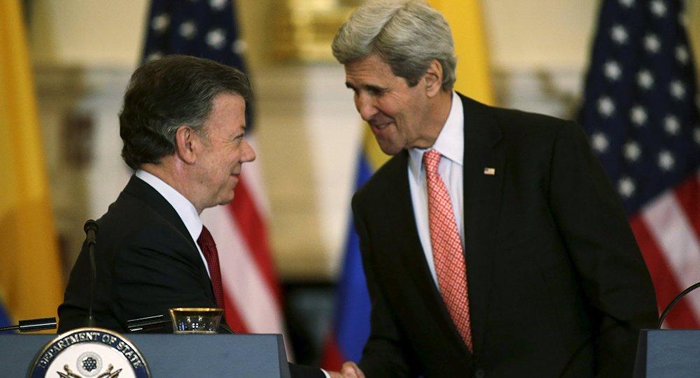 Juan Manuel Santos, presidente de Colombia, y John Kerry, secretario de Estado de EEUU