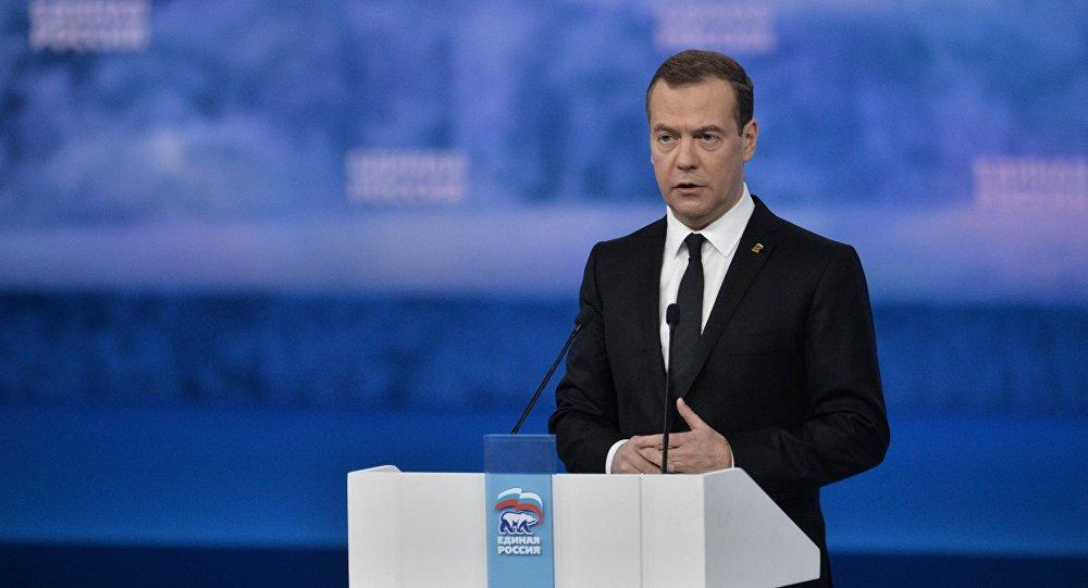 El primer ministro de Rusia Dmitri Medvédev en la XV reunión del partido Rusia Unida