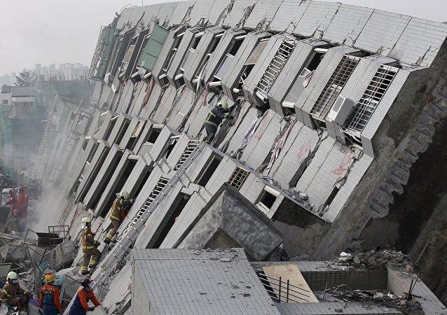 Edificio de 17 plantas Weiguan Jinlong, derribado tras el terremoto