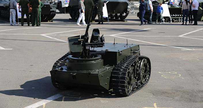 El robot de combate multifuncional Platforma-M