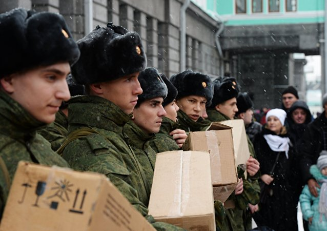 Soldados rusos con la ración de combate