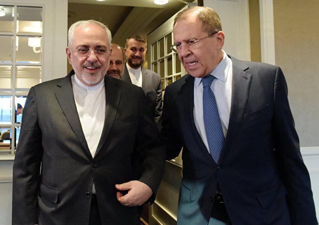 Ministro de Exteriores de Irán, Mohamad Yavad Zarif, y ministro de Exteriores de Rusia, Serguéi Lavrov (archivo)