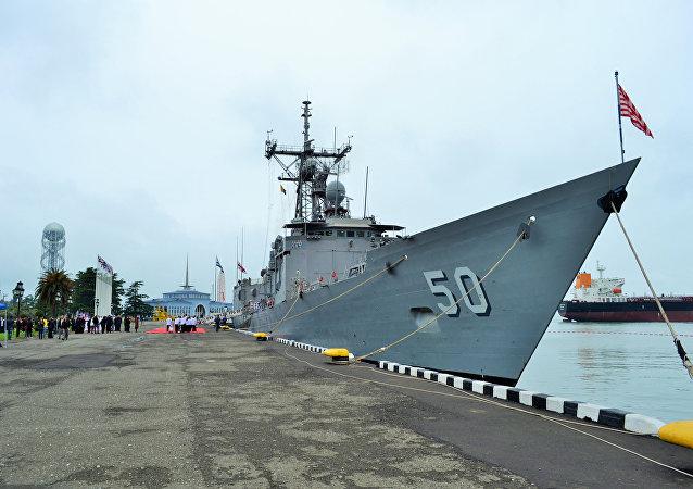 USS Taylor de las fuerzas navales de EEUU en el puerto georgiano de Batumi (archivo)