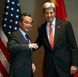 Secretario de Estado de EEUU, John Kerry y ministro de Exteriores de China, Wang Yi