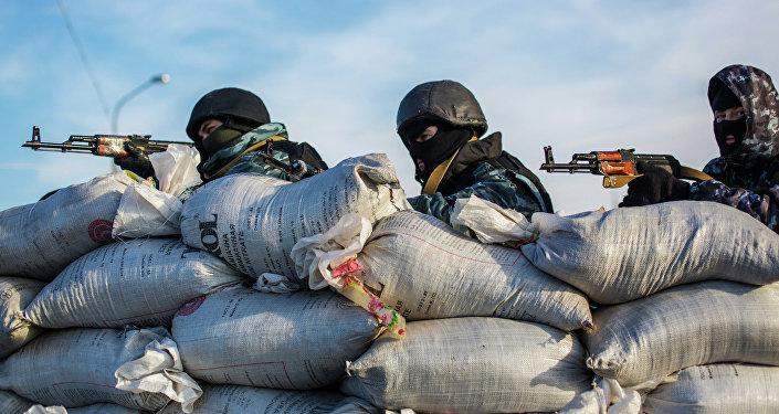 Fuerzas de seguridad ucranianas cerca de la frontera entre Crimea y Ucrania (Archivo)