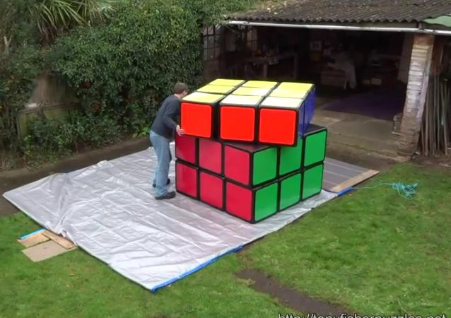 Un cubo de Rubik gigante