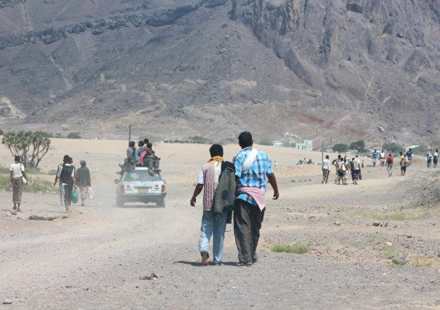 Reclutas abandonan el campamento militar después del atentado