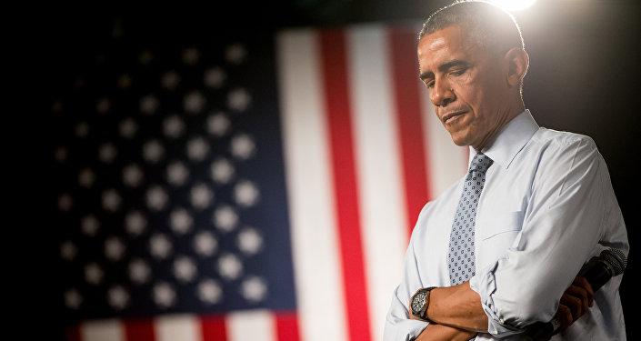 El presidente de EEUU Barack Obama recibe preguntas durante una conferencia en North High School en Des Moines