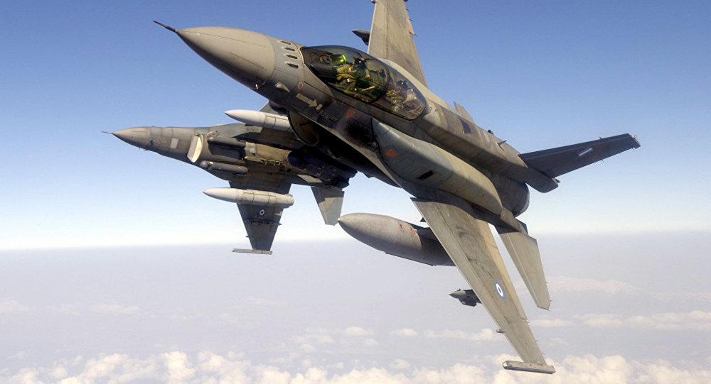 Dos cazas F-16 de las Fuerzas Aéreas de Grecia