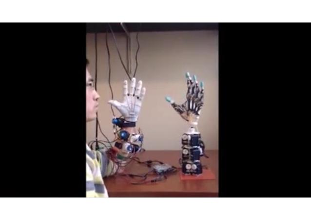 Una copia de la mano humana