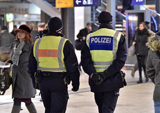 Policías en la estación de Colonia, Alemania