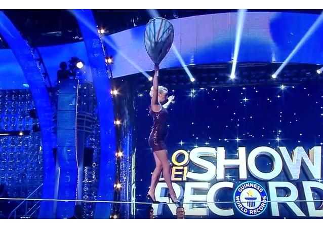 Superwoman: Actriz rusa camina en tacones a la altura de 15 metros