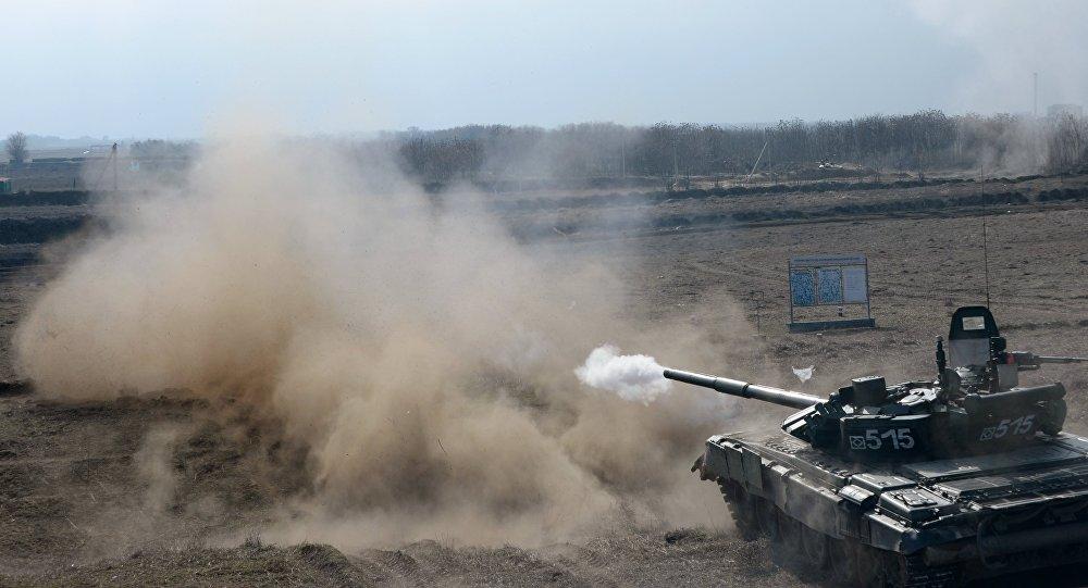 Tanque ruso durante las maniobras