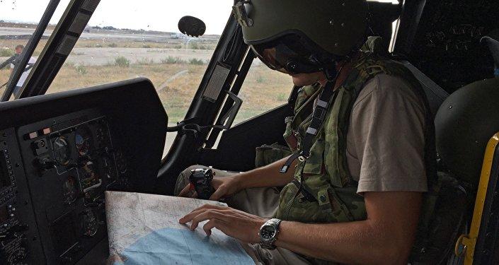 Un militar ruso en la base aérea de Hmeymim en Siria (archivo)