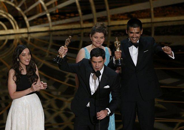 Gabriel Osorio recibe el Oscar al mejor cortometraje Historia del Oso
