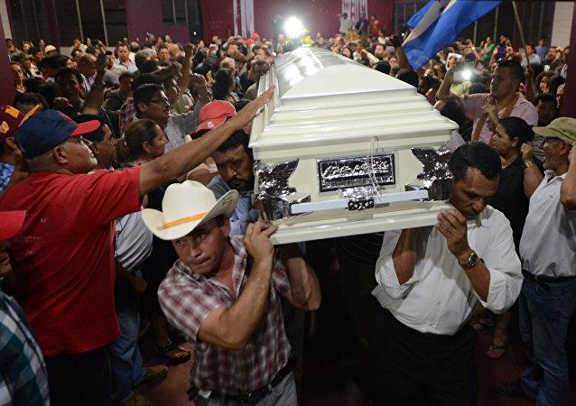 El funeral de la dirigente popular indígena Berta Cáceres