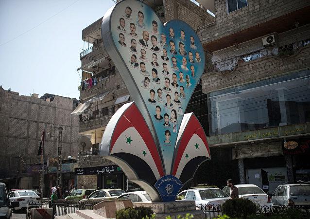 El primer día de la tregua en Siria, las fotos de las víctimas de la Guerra en una de las calles de Damasco