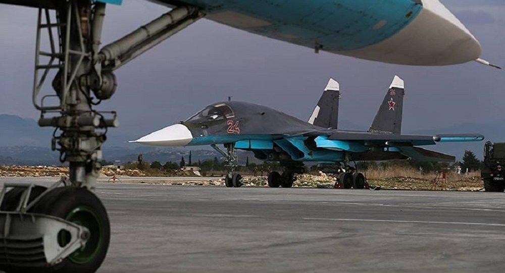 Bombarderos rusos Su-34 en la base aérea de Hmeymim en Siria