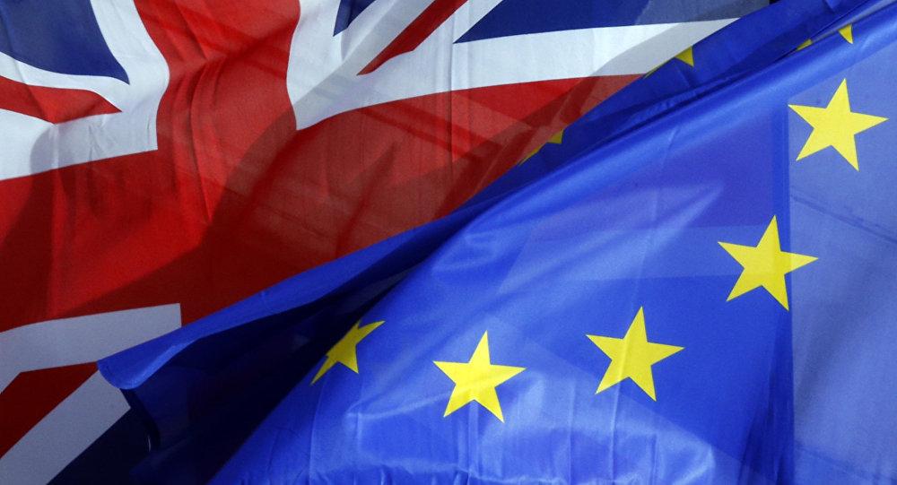 Las banderas de Reino Unido y la UE