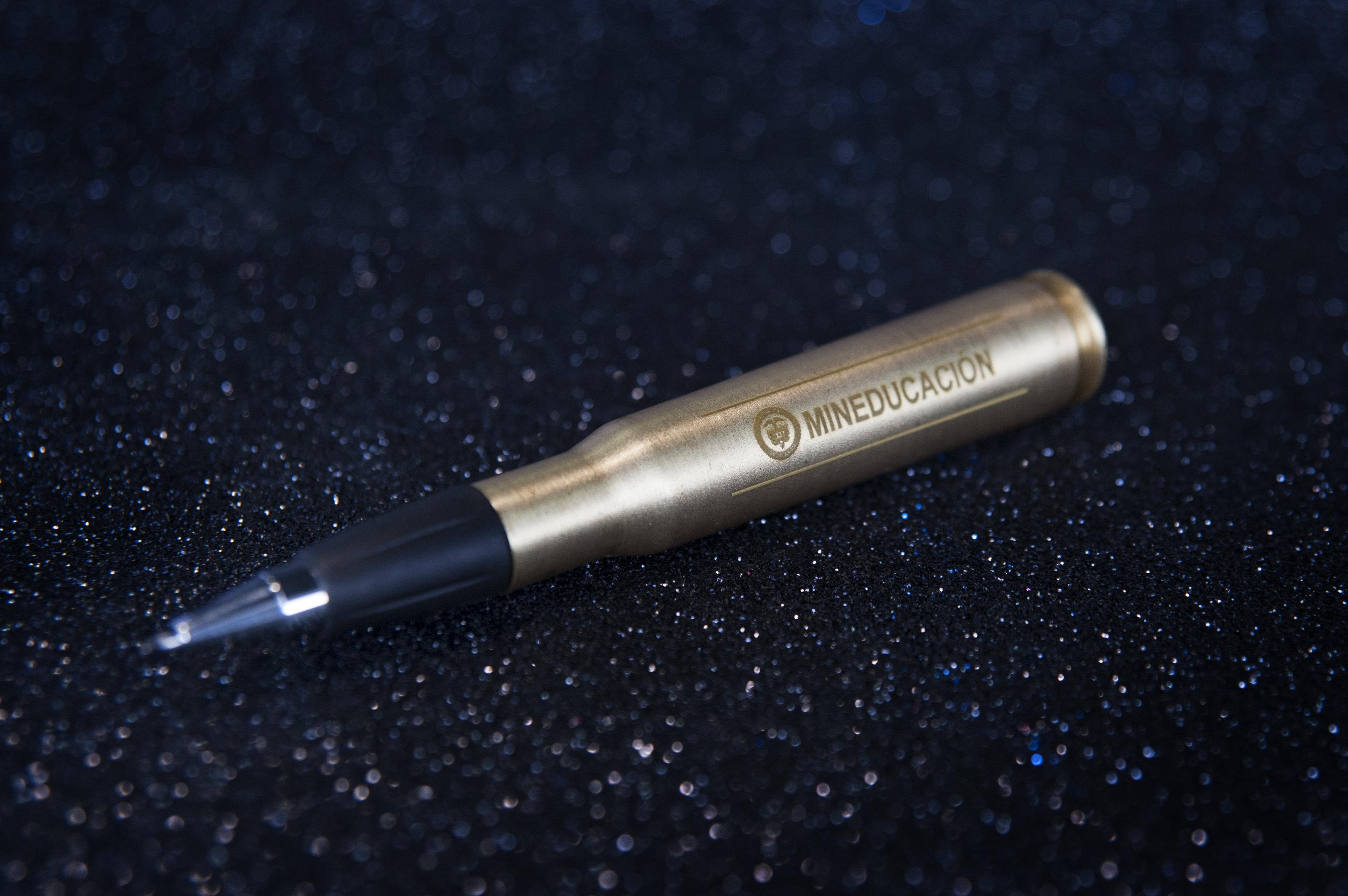 El bolígrafo hecho con balas de fusil y con el cual se prevé que se firmará el acuerdo conjunto de paz entre el Gobierno y las FARC