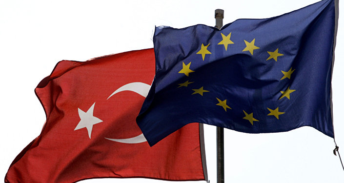 Las banderas de la UE y Turquía