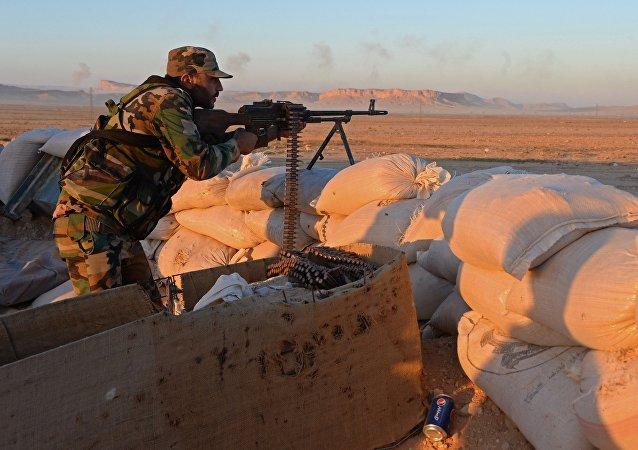 Soldado del ejército sirio en los alrededores de Palmira