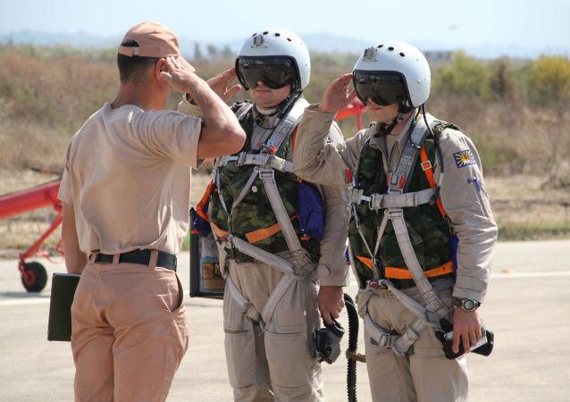 Pilotos rusos en la base aérea Hmeymim en Siria