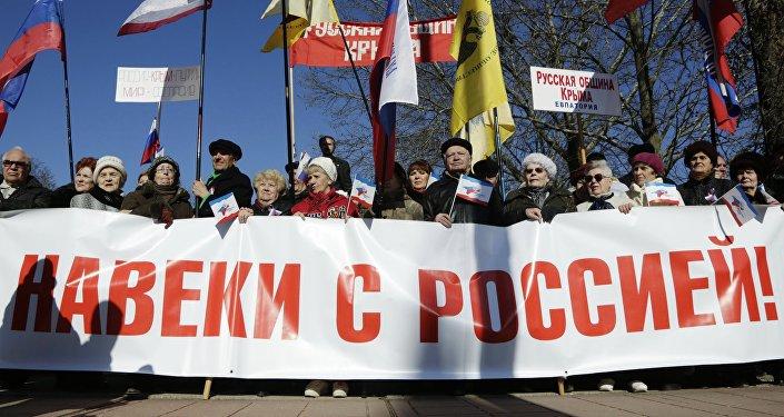 Los ciudadanos de Simferópol duran celebración del 2 aniversario de la adhesión de Crimea a Rusia
