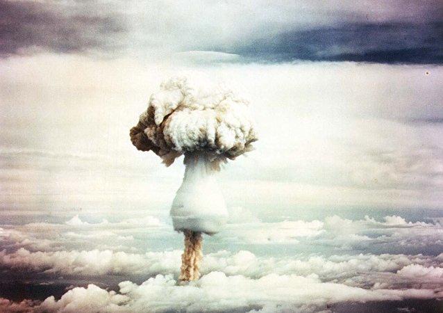 Nube de hongo tras la explosión de una bomba nuclear