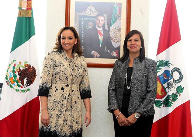 Ministra de Exteriores de México, Claudia Ruiz y ministra de Exterriores de Perú, Ana María Sánchez