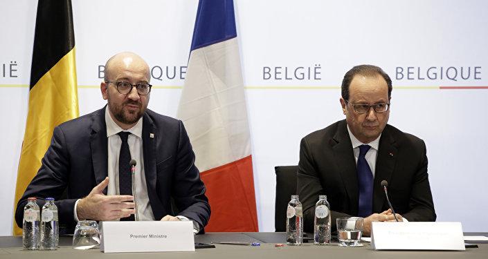 Charles Michel, primer ministro de Bélgica, y Francois Hollande, presidente de Francia