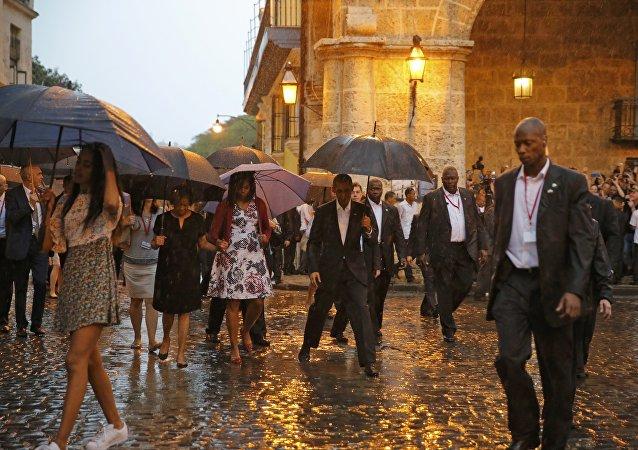 Presidente de EEUU Barack Obama con su esposa Michelle y sus hijas Malia y Sasha en La Habana Vieja
