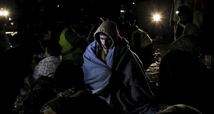 Un refugiado cerca de la ciudad de Mytilene en la isla griega de Lesbos