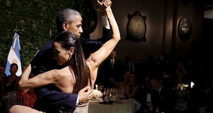 El presidente de los EEUU, Barack Obama, baila tango