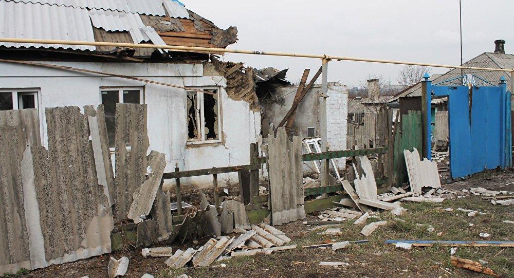 Una casa destruida en Donbás (archivo)