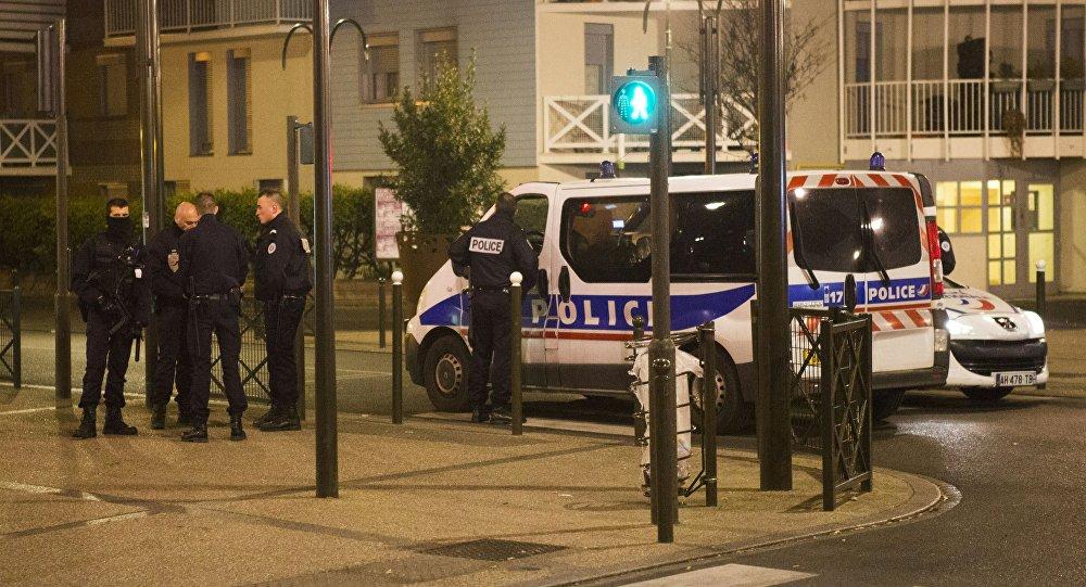 Bulevar General Delambre de Argenteuil bloquearon por la policía