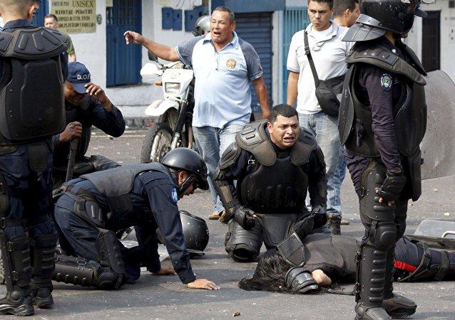 Mueren dos policías durante protesta en Venezuela